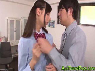 Uniform asiatisk tenåring knullet