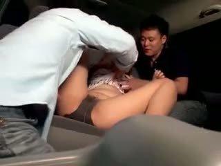 Innocent 女子生徒 gangbanged で a 車