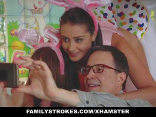Familystrokes - schattig tiener geneukt door easter bunny oomje