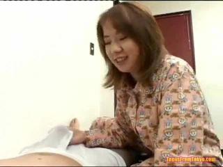 Asiática idiota fora grande caralho