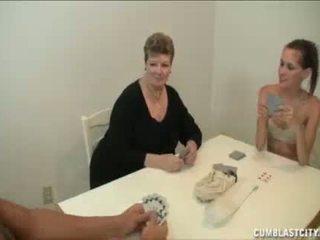 Adolescente y mamá busting la nut de la vecina chico