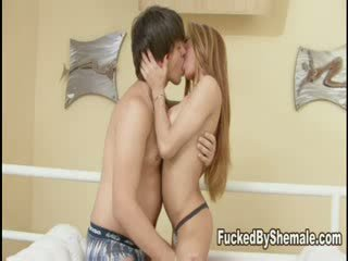 Леді хлопець plunges її boner в guys сідниці