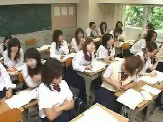 Japoneze klasë masturbim mashkullor dhe qirje në shkollë t video