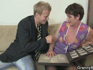 Vecchio donna enjoys cavalcare difficile cazzo