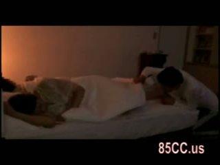 Esposa fodido por husbands amigo em o cama 03