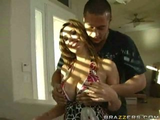 Krūtainas māmiņa gets viņai vāvere pounded