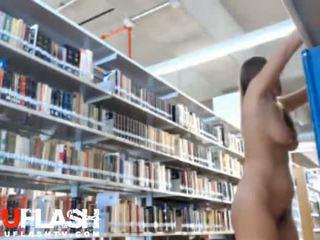 ブロンド ヌード で 公共 図書館 アマチュア ティーン 上の ウェブカメラ
