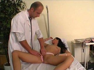 Ārsts jāšanās viņa jauns pacients