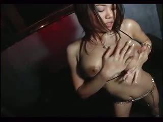 Sexy daiya toppløs teasing gogo dance