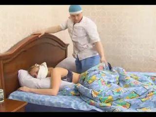 Krank teen gezwungen wenn trying schlaf