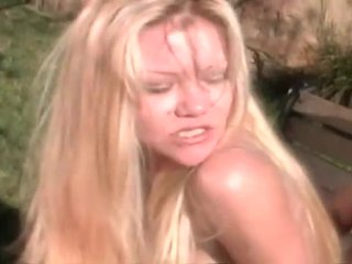 Blondine teef screwed hard outdoors