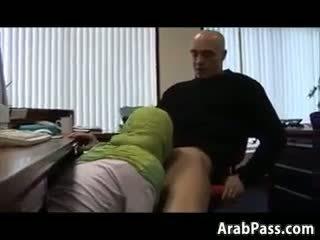 Broke arab fucks trong an văn phòng vì tiền