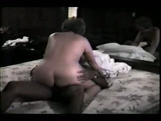 Eldre kone og henne svart lover video