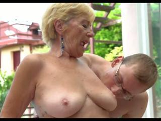 热 阿妈: 自由 妈妈 高清晰度 色情 视频 ef