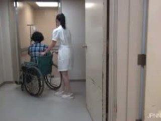 هم are في ال مستشفى و هذا فتاة part1