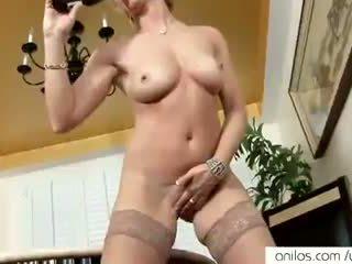 Prawdziwy orgazm na gorące dojrzała mama
