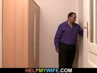 Delivery chłopak jest paid do funt młody żona