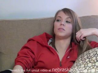 Täiuslik teismeline kolledž tüdruk stripping alla sisse tema ühiselamu tuba