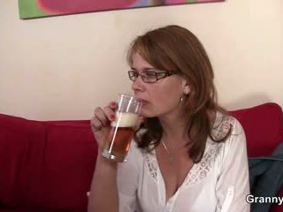 Drunken mommy gets kanya puke binubutasan