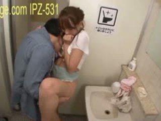 Туалет шльондра хардкор