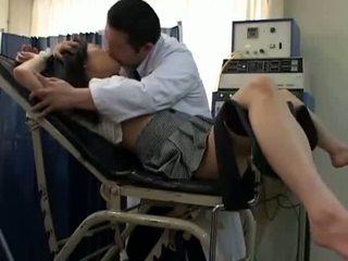 เด็กนักเรียนหญิง misused โดย gynecologist 2