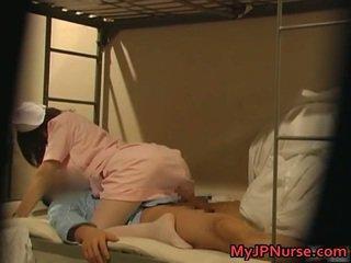 Me erëza japoneze infermiere është lart për disa sexy