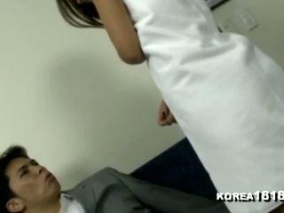 Korea1818 com - Καυτά κορεατικό μητέρα που θα ήθελα να γαμήσω σε towel seduction: πορνό 23