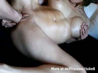 Prsnaté milfka double fist fucked na a divé orgazmus