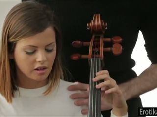 Keisha grey needs cello lessons 하지만 gets lessons 에 섹스 대신