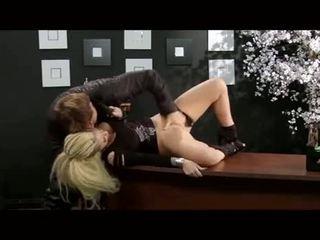 Christy mack baisée en une bureau