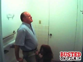 Slutty étudiant suçage profesor gets busted