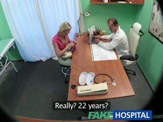 Fakehospital スリム ベイブ wants セックス とともに 医師