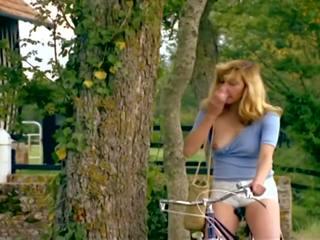 Zizis En Folie 720p: Vintage HD Porn Video 8a